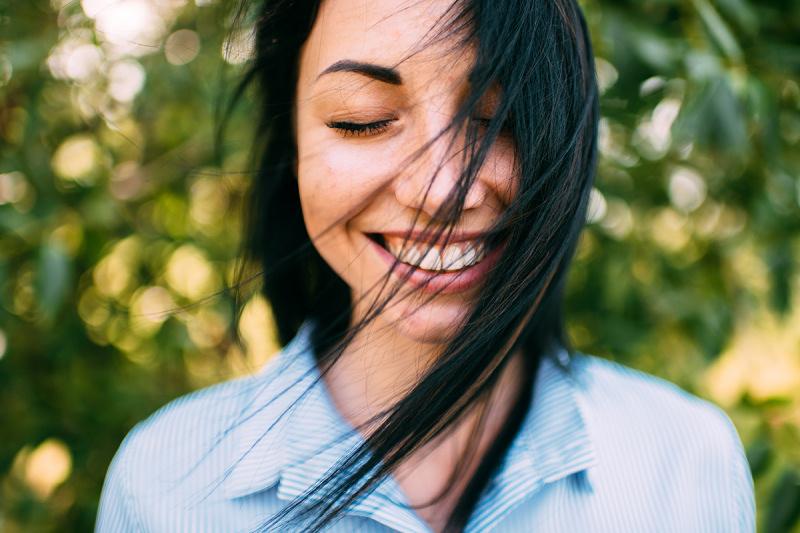 Sourire pour créer ou amplifier sa joie et activer le nerf vague