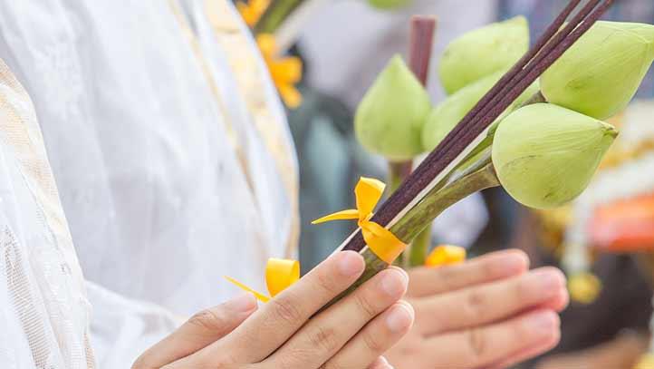 Quelles sont les différences de fabrication entre des encens traditionnels et des bâtonnets parfumés?